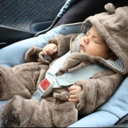 Comment et pourquoi sortir avec son bébé, même s'il fait froid ?