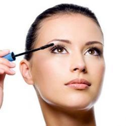 14 secrets de maquillage pour mettre vos cils en valeur